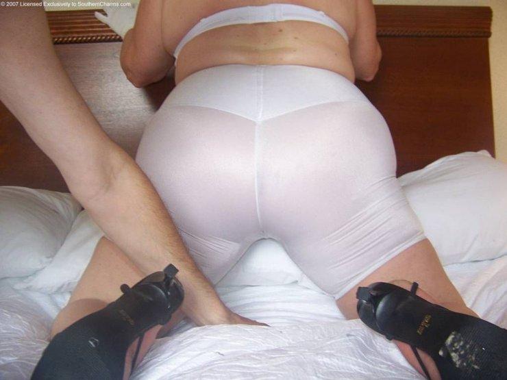 Белые панталончики кроватной толстушки